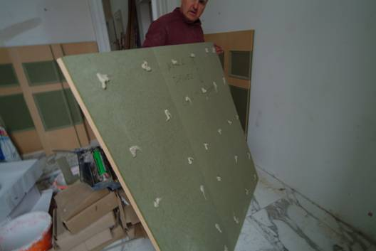 martin chadwick from wall panelling ltd showing you how to isntall your bathroom wall panelling