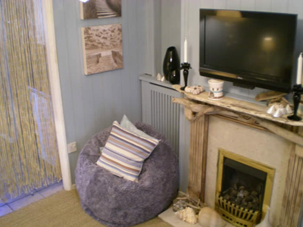 living room tongue and groove wall panelling by wall panelling ltd for Linda Barker